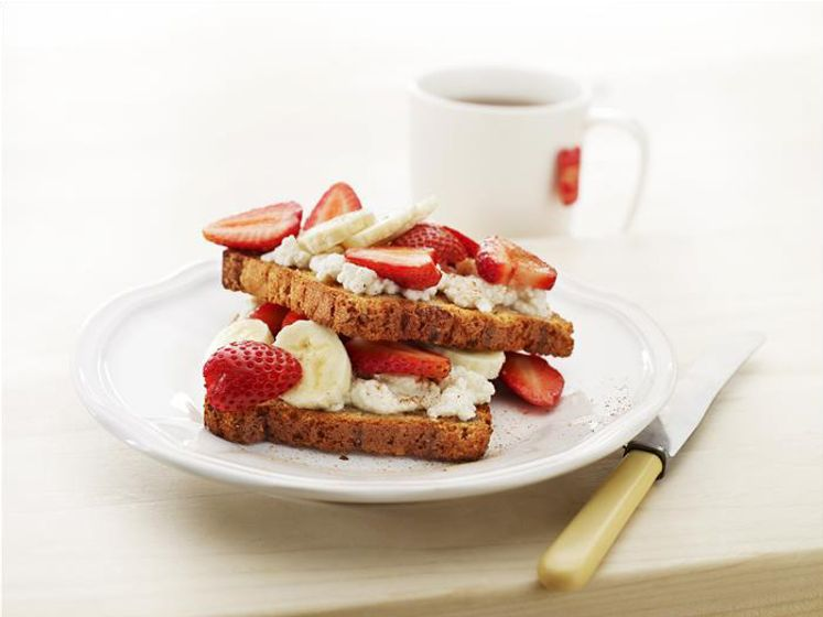 Raisin Toast with Fruity Ricotta Topping
