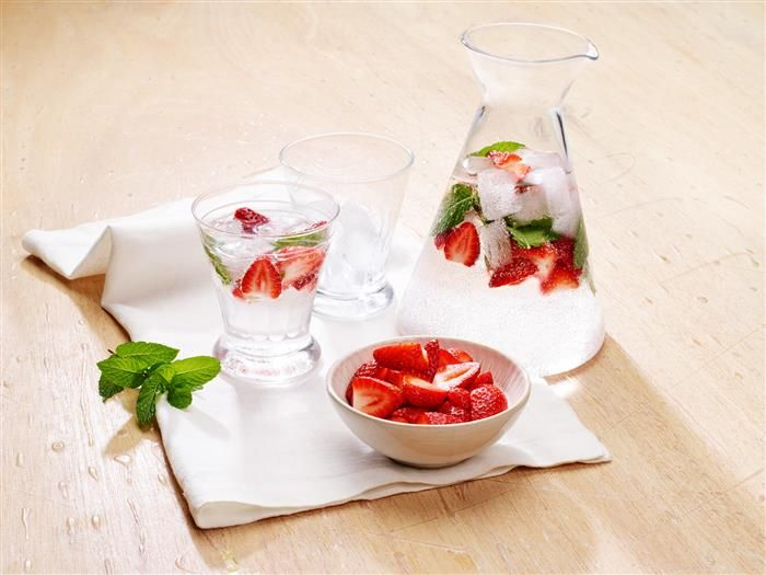Strawberry & Mint Sparking Water